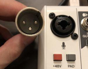 配信機材インターフェースとマイクケーブル端子